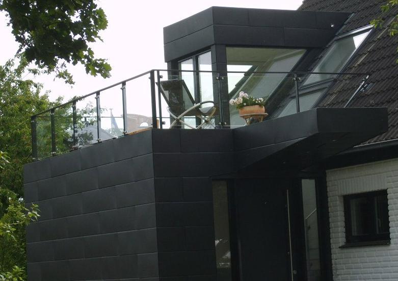 Fassade mit Blechbekleidung