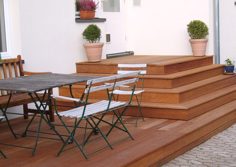 Terrassenboden mit Bangkiraiholz